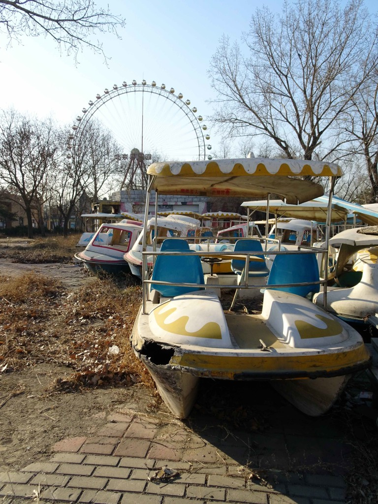 abandoned_boats_and_ferris_wheel_light-2