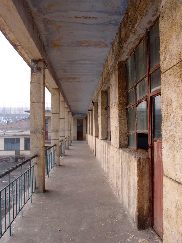abandoned_school